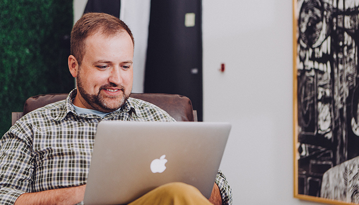 Man comparing top power deals on Power Compare on a laptop